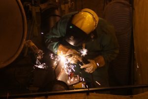 Welder at work_NOS Unit 5 outage_102015